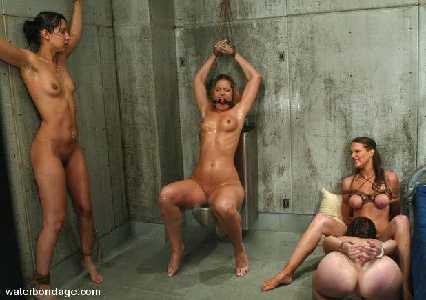 пытки над голыми женщинами фото