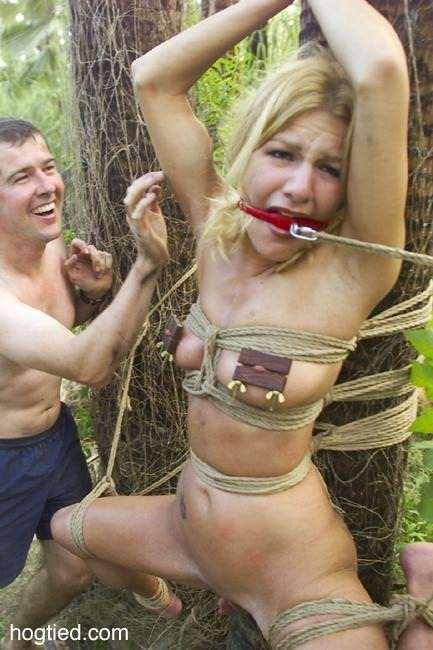 в лесу в наручниках видео